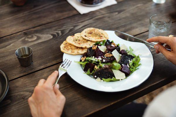 Ingin Salad yang Sehat? Hindari 5 Bahan Berikut!