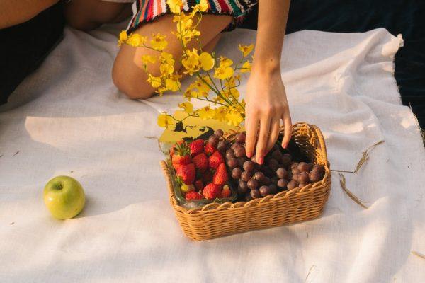 Cara Makan Buah yang Asik Selama WFH Akibat Corona!